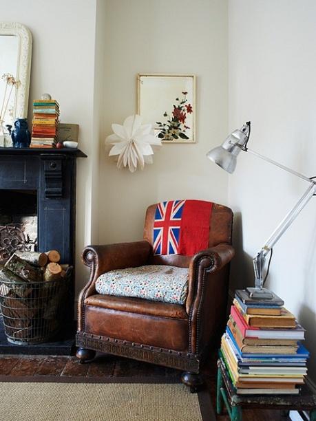 el sofa amarillo decorar con revistas (7)