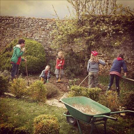 allkids_gardening