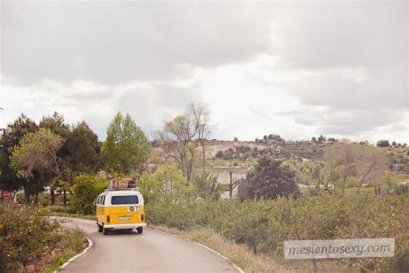 el sofa amarillo caravana antigua para boda (14)