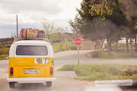 el sofa amarillo caravana antigua para boda (15)