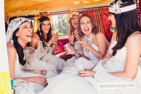 el sofa amarillo caravana antigua para boda (6)