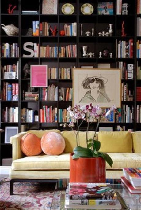 el sofá amarillo estanterías grandes (6)