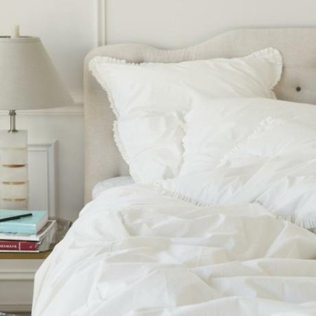 el sofa amarillo cama blanca