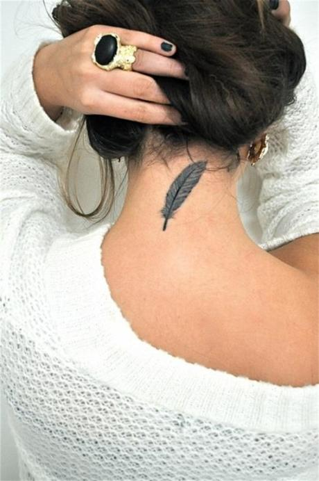 el sofa amarillo tatuaje pluma (1)