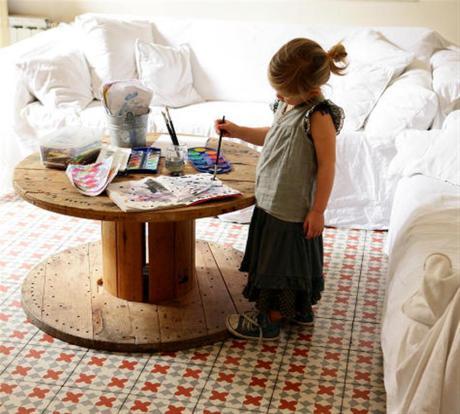 el sofá amarillo baldosas y suelos hidráulicos (5)